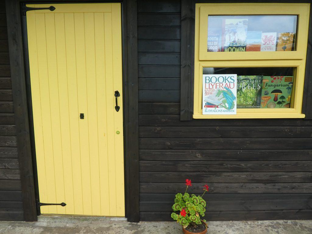 Books at the Dragon's Garden/Llyfrau Gardd y Ddraig logo
